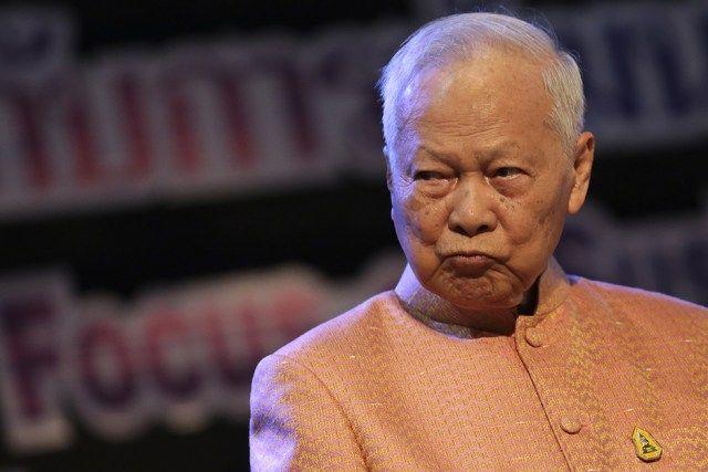 Il principe ereditario Vajiralongkorn ha chiesto tempo: reggenza assunta da Prem, braccio destro di Re Bhumibol