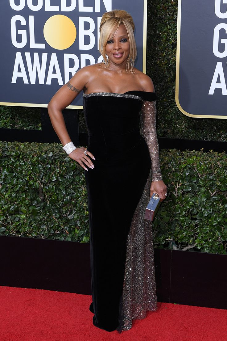 Mary j. Manilow étourdit en argent noir et robe personnalisée au Golden Globe Awards 2018
