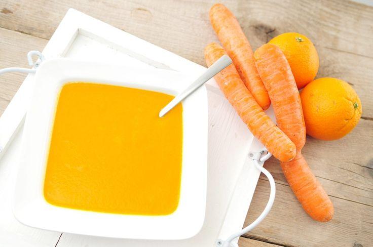 Een heerlijk fris pittige wortelsoep die als volwaardige maaltijd gegeten kan worden. Deze maaltijdsoep van wortel, sinaasappel en gember bevat een grote hoeveelheid goede voedingsstoffen.