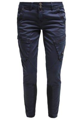 Pantalons classiques Cream FARIA - Pantalon cargo - royal navy blue bleu foncé: 64,95 € chez Zalando (au 22/12/16). Livraison et retours gratuits et service client gratuit au 0800 797 34.