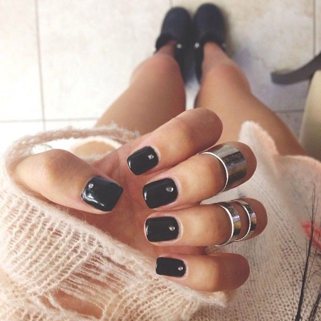 I love these nails and the rings too.