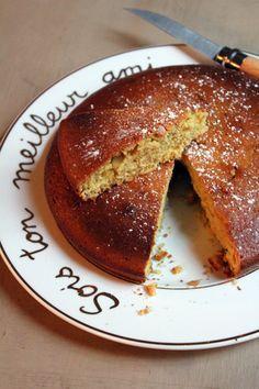 Gâteau au miel, orange et épices de Noël… 180 g de farine 2 c.c de levure chimique 50 g de poudre d'amandes 1 c.c de gingembre en poudre 1 c.c d'épices à pain d'épices 1 c.c de cannelle 1 c.c de muscade 50 g de miel 70 g de beurre 100 g de cassonade 1 orange 2 gros oeufs
