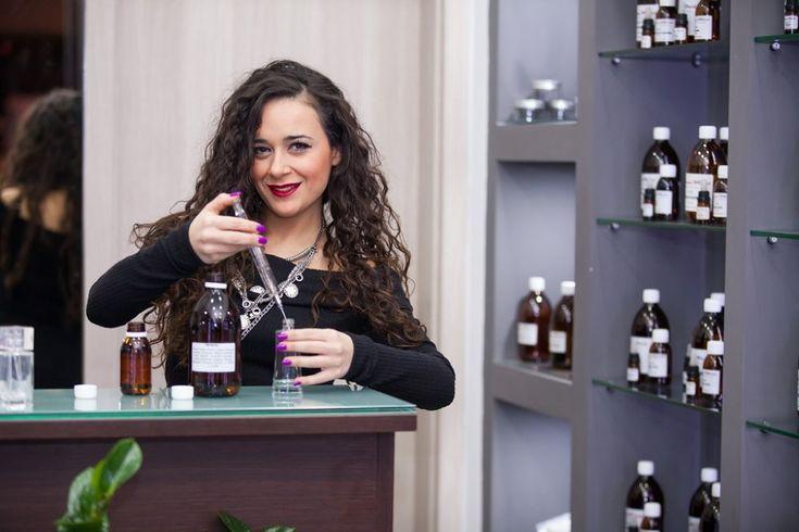 Franchisee PerfumeWorld: «Συνδύασα την αγάπη μου για το χώρο της ομορφιάς με ένα δικό μου κατάστημα». Συνέντευξη με την κα Μαρία Αμπελακιώτη, Franchisee της PerfumeWorld στη Λάρισα