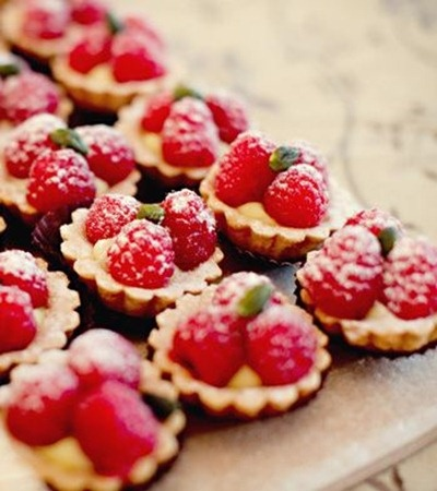 raspberry tarts mix with raspberry cheesecae recipe for filling ... yum!