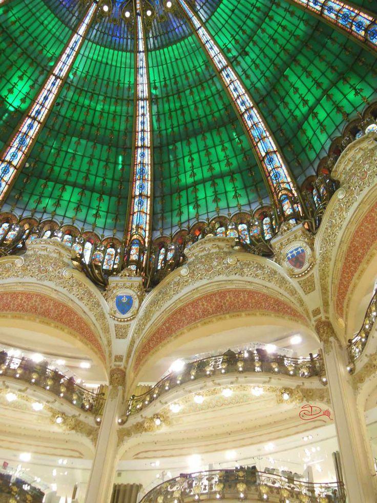 Parigi Galeries La Fayette luci verdi foto Diana D visitearte