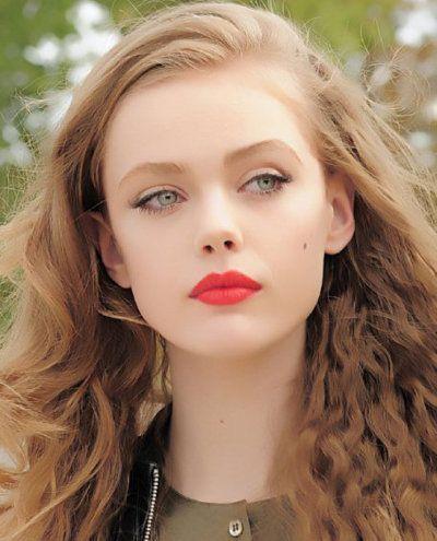 wing eyeliner n red-orange lip