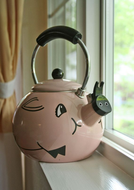 Whistling Pig Tea Kettle ♥Pigs Kitchens, Pigs Parade, Teas Time, Stuff, Piggies Kettle, Teas Kettle, Whistle Pigs, Piggies Kitchens, Pigs Teas