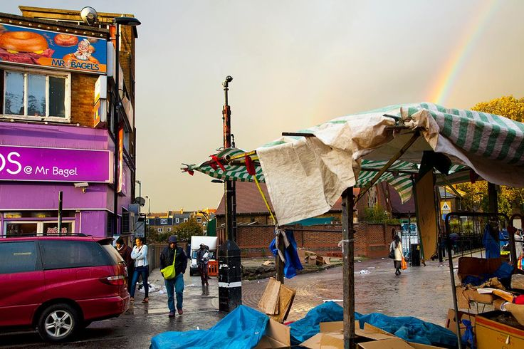 -Dalston, Riddley Market- Una delle cose di cui più si parla in Inghilterra è…