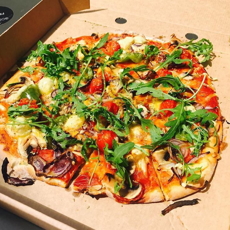 One of the best pizzas ever!!! Packed full of the good stuff & such great value too!!  just 6 for this!  @sazzyandfrancafe - thanks guys!!    #ironman #triathlete #triathlon #swimbikerun #training #intraining #workout #fitness #sport #trilife #veganathlete #spain #trainhard #aroundtheworld #goodtimes #motivation #stretch #world #personaltrainer #energy #vegan #veganathlete #reviewer #pizza #london #uk #delicious #foodie #fuel #preworkout #bestever