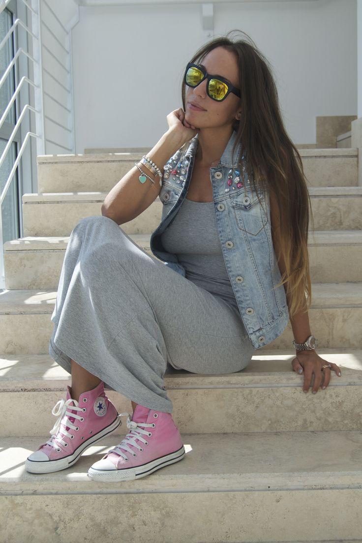 I want a pair of converse sooo baddd!!