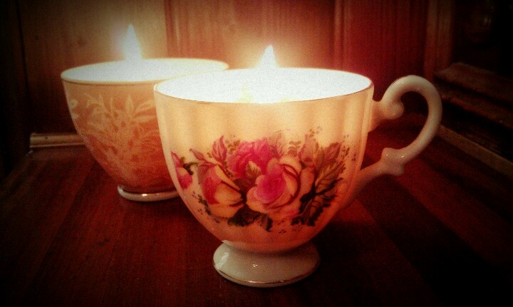 Old hand-me-down tes cups into candles!