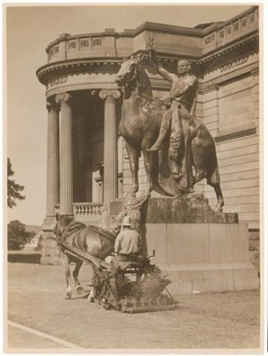 Mowing the grass at the Sydney Art Gallery of NSW. (Photo undated). v@e