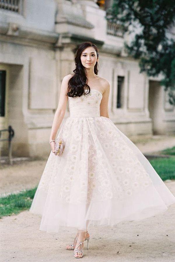 くるぶしをチラ見せ♡ミモレ丈の可愛いウェディングドレスをあつめました♡にて紹介している画像