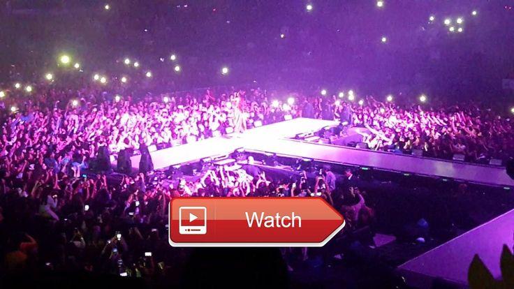 Ariana Grande Buenos Aires by madonna DANGEROUS WOMAN TOUR ARGENTINA 17  Ariana cantando un pedacito de Buenos Aires tema de la pelicula Evita protagonizada por Madonna