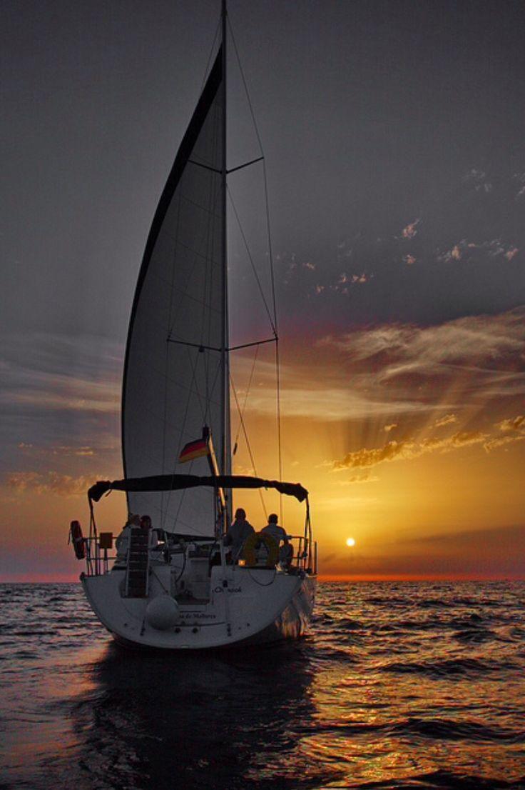Yelkenli tekne.