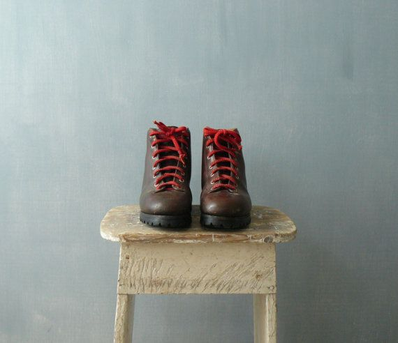 bottes de randonnée en cuir des années 1970. par BottegaVintage