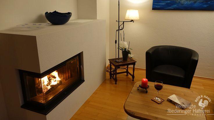 """So werden Träume wahr... Wir hatten schon lange von einem Ofen im Wohnzimmer geträumt. Der Ofen sollte allerdings nicht zu groß sein, sowohl schnelle Wärme abgeben als auch länger speichern und den """"Dreck"""" am liebsten in der Diele und nicht im Wohnzimmer lassen... :-) Mit diesen Vorstellungen gings nach Rosenheim. Jetzt freuen wir uns auf die gemütlichen Abende und die verregneten Wochenenden und genießen das prasselnde Feuer :-))) Herzlichen Dank allen Beteiligten."""""""