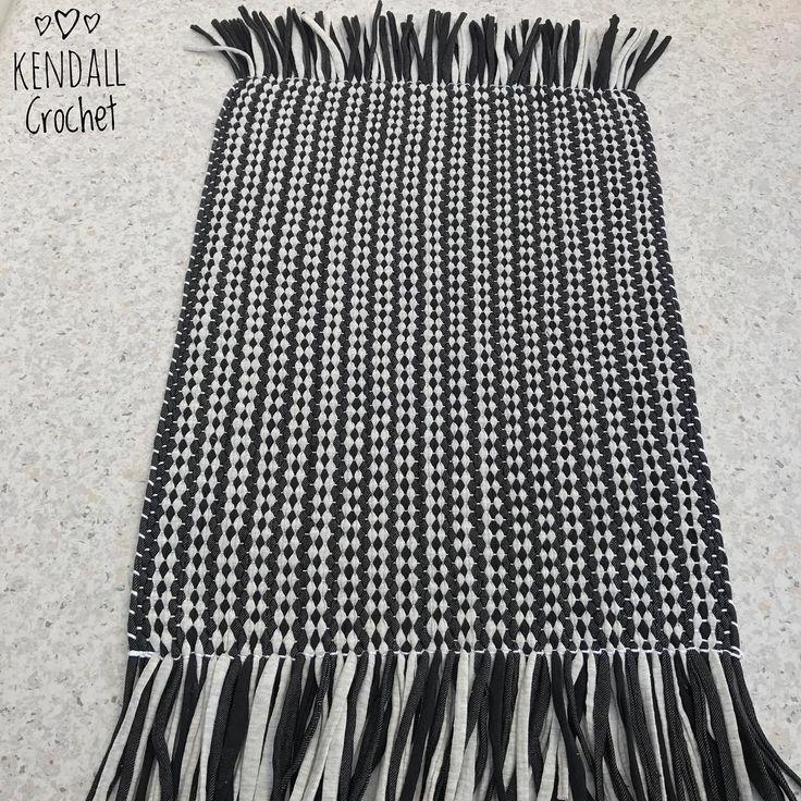 #kendallcrochet #crochet #knitting #crochetrug #lincraftyarn #tshirtyarn #handweaved #weaving #ragrug