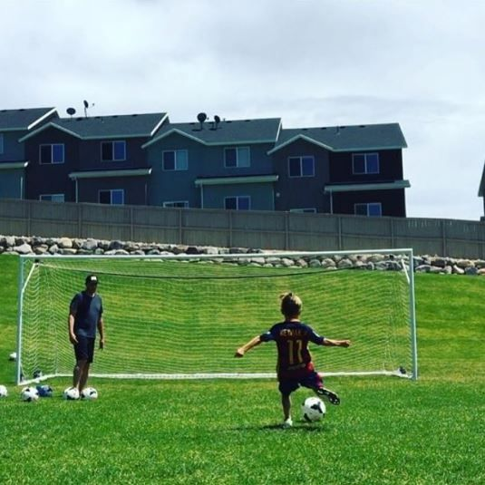 Shoutout to @stefunnyk for this great picture! #soccer #soccerlife #age7 #minimessi #crossbarchallenge #youth #youthsports #soccerstar #neymar #fcbarcelona #futureofsoccer ⚽️🏆⚽️🏆⚽️ Also check out staractivesports.com/vip to join our VIP list and become one of our product testers!
