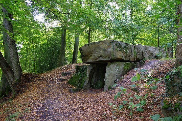 Ermenonville - Parc Jean-Jacques Rousseau - Le dolmen .Picardie
