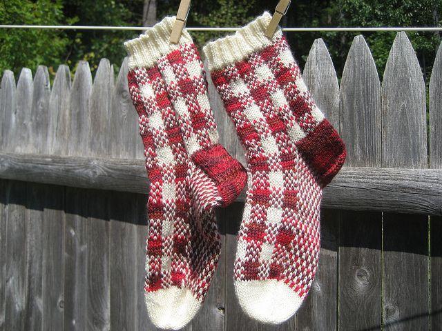 Cape gingham socks, free pattern!