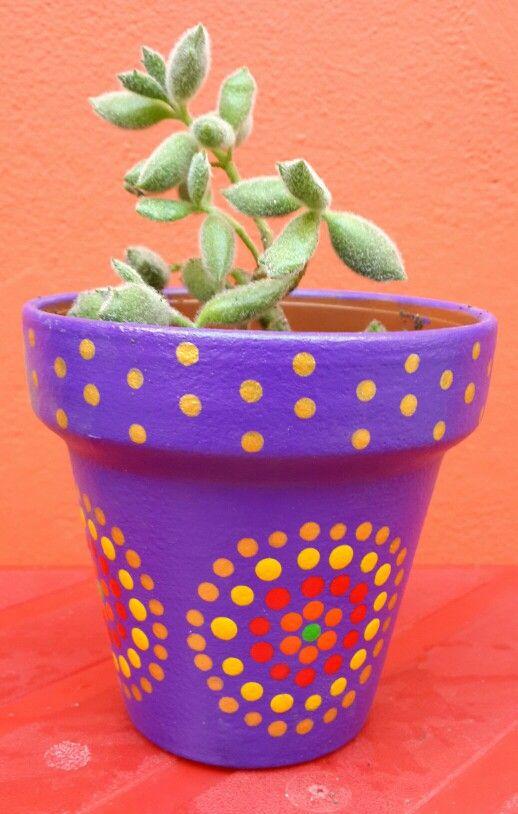 Violet and gold. Violeta y dorado. Flowerpots hand painted. Macetas pintadas a mano. Facebook: A'cha Pots. achapots@hotmail.com