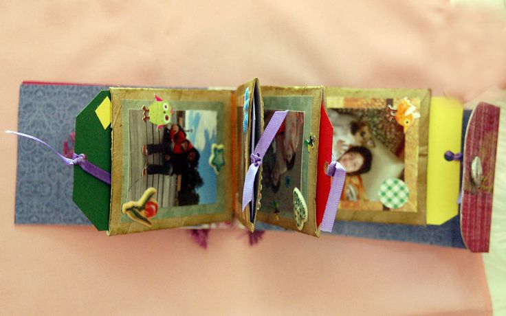 Mini album con carton de rollos de papel higienico.