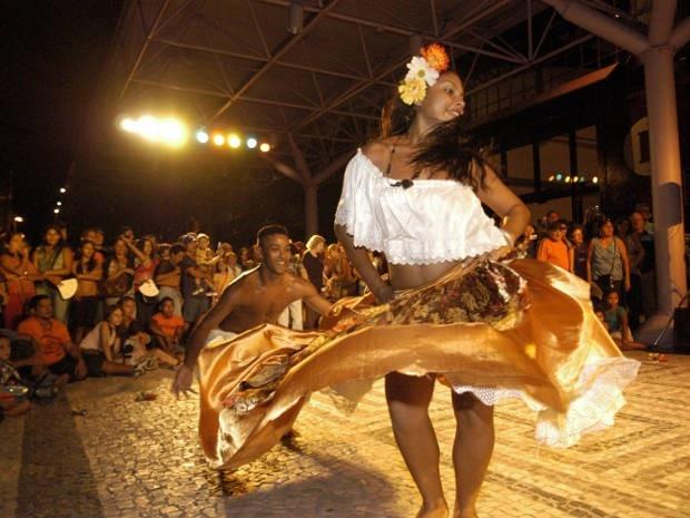 CARIMBÓ - Dança e música criada pelos indios Tupinambá típica do Pará, - Brasil. CARIMBÓ - Dance and music created by typical, Tupinambá Indians - Pará-Brazil.