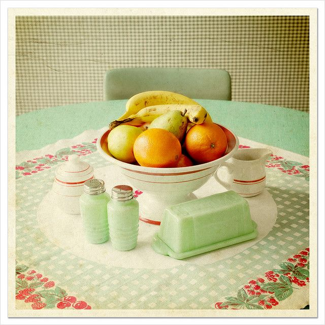 This is my 'dream' daily table top.  Such homey colors... makes you want to sit right down and have a cup of tea!