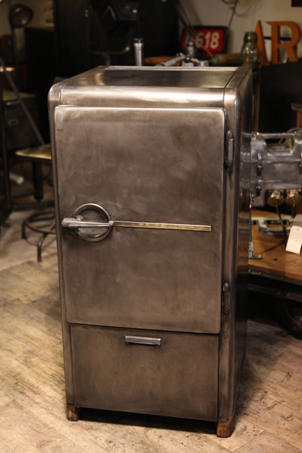 17 meilleures id es propos de frigo vintage sur for Meuble en fer industriel