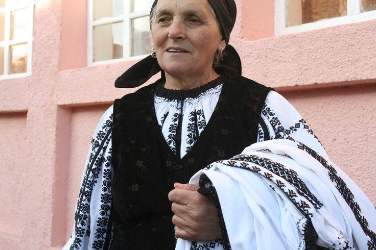 Romanian long peasant blouse from Transylvania