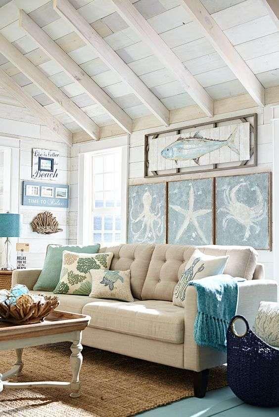 Soggiorno elegante - Quadri con immagini marine per un soggiorno in stile coastal estate 2016.