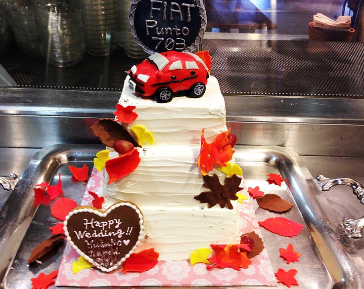 FIATを乗せたウエディングケーキ