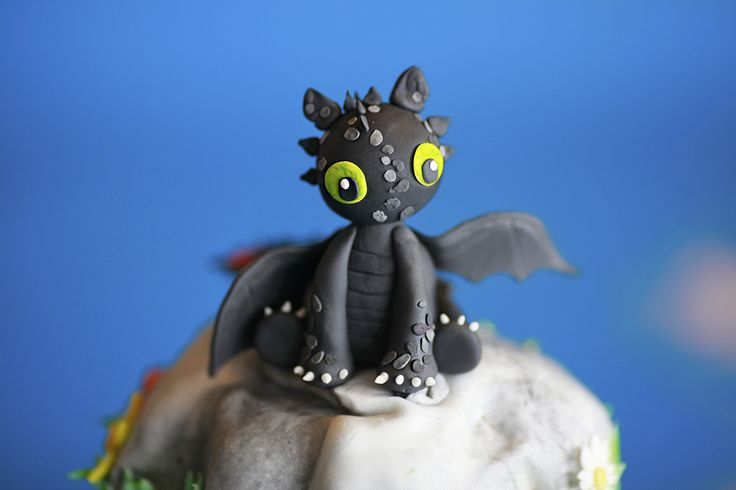Toothless dragon fondant character.  #toothless #howtotrainyourdragon #cake #fondant #sweetalchemy #dragon