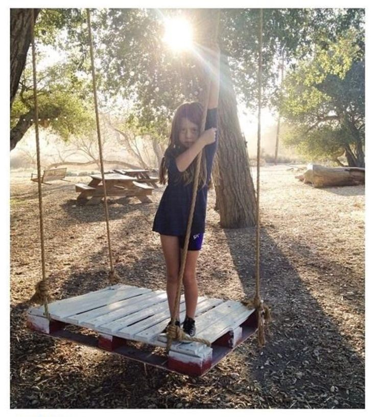 Repurposed pallet into swing