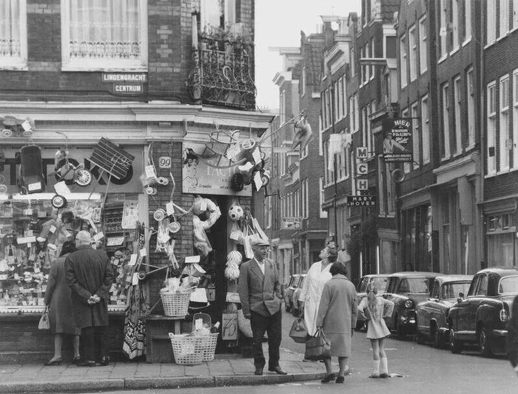 1960's. The Lindengracht in the Jordaan section of Amsterdam. #amsterdam #1960. Speelgoedwinkel 'De Markt Toko'