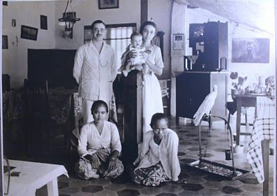 Family and parrot in the Dutch Indies about 90 years ago. Photographer: Unknown