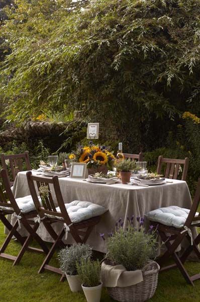 Love an al fresco dining spot! For some great dining homewares inspiration to show off your outdoor space in style take a peek here http://www.lizardorchid.com/