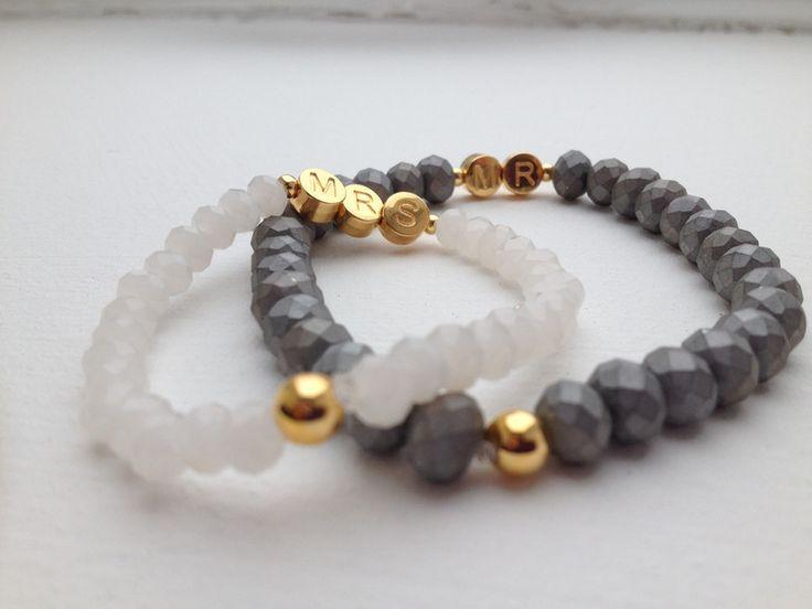 **Armband mit Glasperlen - mit Buchstaben in Gold**   Dieses Armband ist der perfekte Begleiter für Eure Hochzeit oder im Set als Geschenk für das Brautpaar - dabei ist es pur, schlicht und...