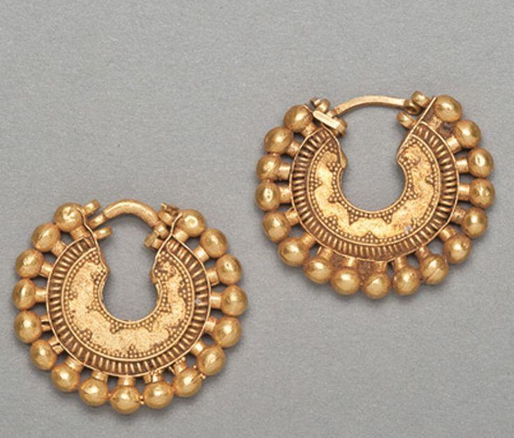 Ancient Art | Achaemenid Gold Earring Hoops - The Curator's Eye