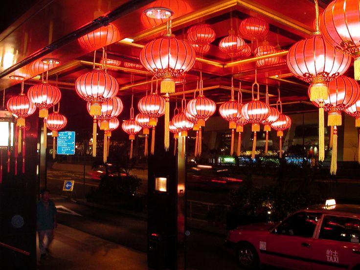 Glowing lights outside the Mandarin Oriental in Hong Kong - Festive