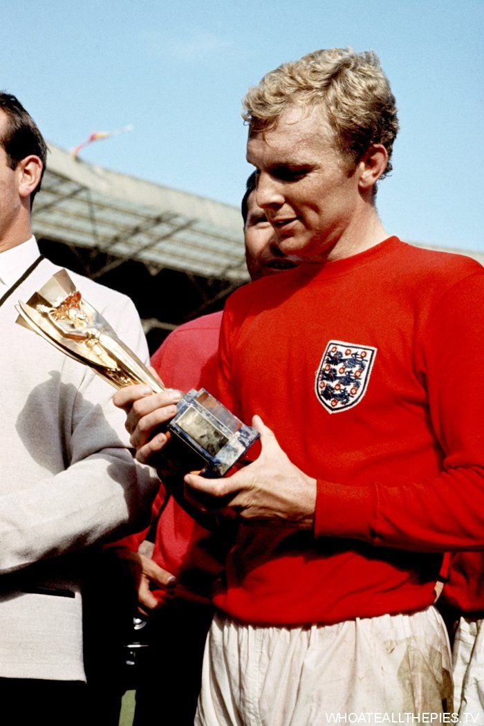 pa-photos_t_england-1966-world-cup-final-west-germany-colour-photos-1006k - England captain Bobby Moore has a close look at the Jules Rimet trophy after his team's 4-2 win