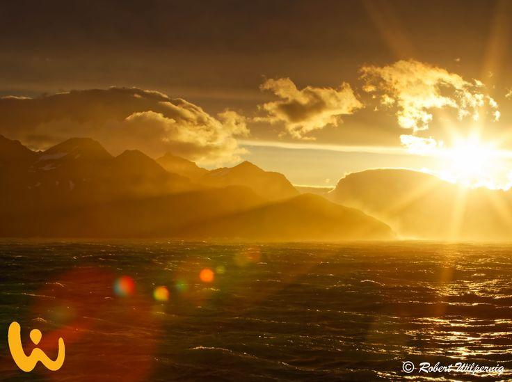 Sonne!! Ist es nicht faszinierend wie wunderschön die Natur sein kann? ♥ #urlaub #sonne #sonnenuntergang #tauchen # wirodive #robertwilpernig #erlebnisreise #wunderdererde #wolken #berge #meer #wellen #wind #rau #wow