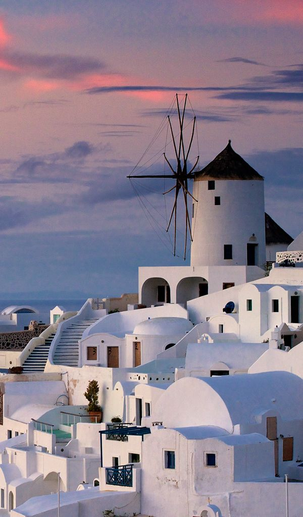 Sunset in Oia, Santorini, Greece. Our tips for 25 Fun Places to Visit in Greece…