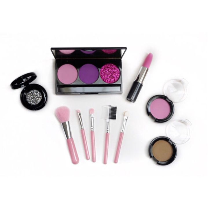 Note: this is not real makeup. Looks real. Feels real. Non-toxic. Pretend Makeup    Kit incl.    3-palette pretend eyeshadow, pretend blush, pretend foundation compact, pretend lipstick, pretend glitter pod, 5-piece brush set    Baby Face Makeup is 100% mess-free, non-transferable, non-toxic play makeup. That's right...pretend play makeup. Baby face makeup encourages little ones to develop their imagination, learn colours and enjoy creative play. Our makeup is created to look and feel…