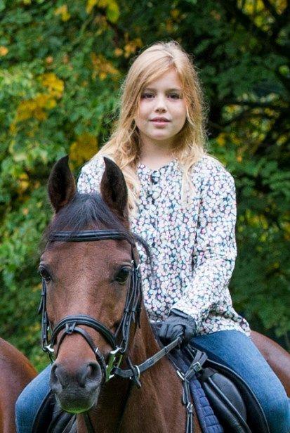 Prinses Amalia 12 jaar: kledingoverzicht en nieuwe foto!