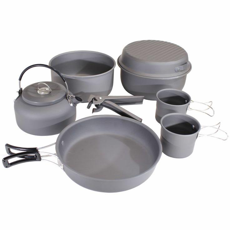 Ett kjelesetti aluminiummed to kokekar, en stekepanne, lokk, håndtak og to kopper. Pose i mesh følger med.    Aluminiumsoverflate uten belegg  2 kopper på 2dl  1 stekepanne med 19cm diameter  2 kokekarpå 1,8L o