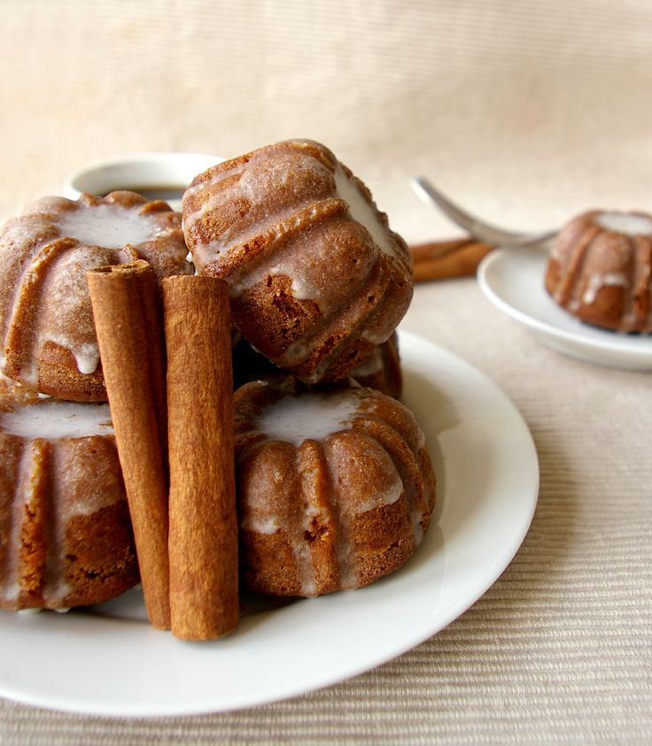 These Peas are Hollow: Gingerbread Bundts with Cinnamon Glaze: Cinnamon Glaze, Bundt Cakes, Minis Gingerbread, Gingerbread Bundle, Minis Bundt, Bundt Pan, Beautiful Photography, Desserts Tables, Peas