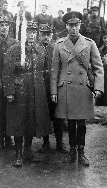 1939, France, H.M. King George VI et le général français Maurice Gamelin lors d'une inspection sur le front occidental