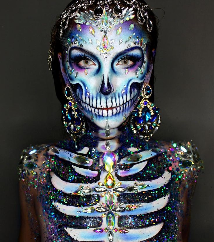 "Gefällt 36.7 Tsd. Mal, 545 Kommentare - Ellie H-M (@ellie35x) auf Instagram: ""Diamond Skull Wearing @thegypsyshrine Body Jewels, and Holographic glitters on the chest!…"""
